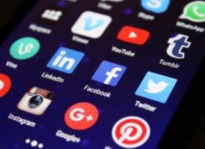 Jak tworzyć posty na Facebooku - co jest ważne